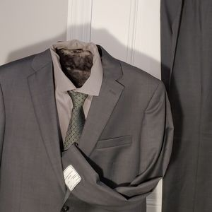 Jos.A.Bank Traveler Tailed Fit Suit 43L/37 W